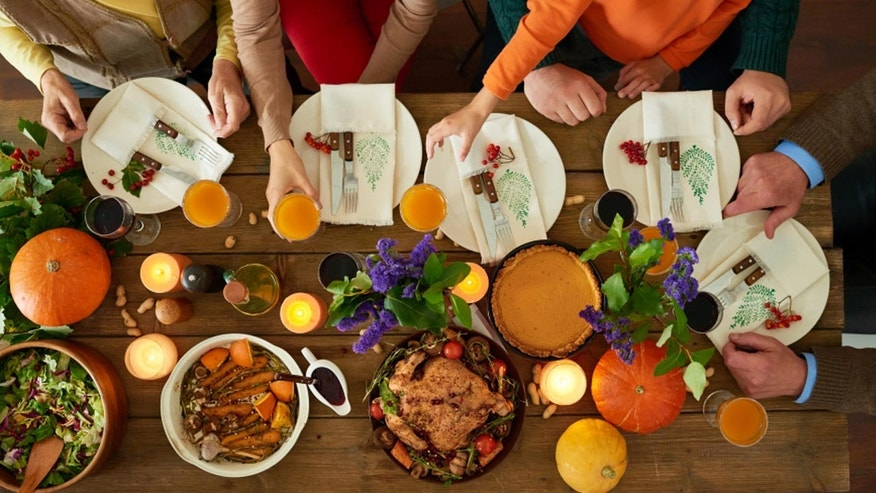 Thanksgiving family dinner (iStock)