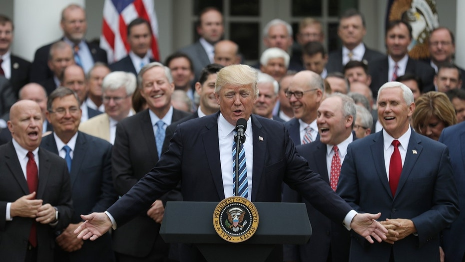 U.S. President Donald Trump (C) gathers with Vice President Mike Pence (R) and Congressional Republicans in the Rose Garden of the White House after the House of Representatives approved the American Healthcare Act, to repeal major parts of Obamacare and replace it with the Republican healthcare plan, in Washington, U.S., May 4, 2017. REUTERS/Carlos Barria - HP1ED541J400W