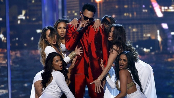 "Singer Chris Brown performs ""Fun"" on stage at the 2015 Billboard Music Awards in Las Vegas, Nevada May 17, 2015.  REUTERS/Mario Anzuoni - GF10000098911"