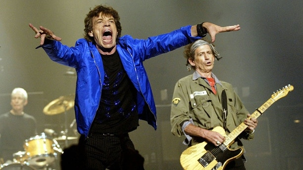 "Rolling Stones frontman Mick Jagger (L) and guitarist Keith Richards perform ""Jumpin' Jack Flash"" at the Wiltern Theater November 4, 2002 in Los Angeles. The concert was the last of three Los Angeles area performances on the Stones' current ""Licks"" world tour. - PBEAHUKOJFS"
