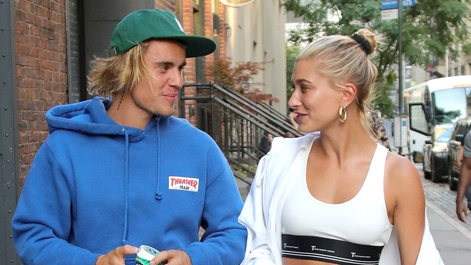 July 14, 2018 - New York, New York, United States - Engaged couple singer Justin Bieber and model Hailey Baldwin chat as they go for a walk on July 12 2018 in New York City  (Credit Image: © John Peters/Ace Pictures via ZUMA Press)
