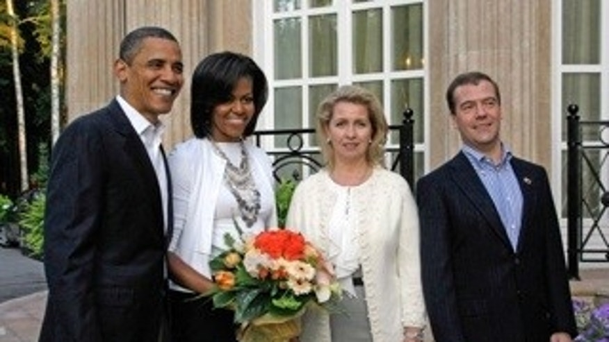 From right, Russian President Dmitry Medvedev, his wife Svetlana,  U.S.  first lady Michelle Obama and U.S. President Barack Obama pose at the Gorki residence outside Moscow, Russia, Monday, July 6, 2009.  (AP Photo/RIA-Novosti, Vladimir Rodionov, Presidential Press Service)