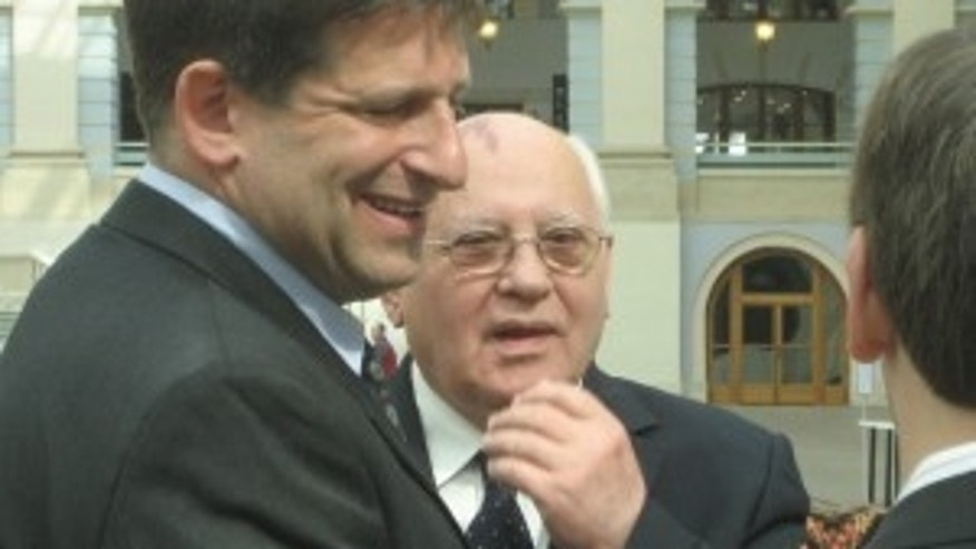 Former Russian Leader Gorbachev waiting to meet with President Obama