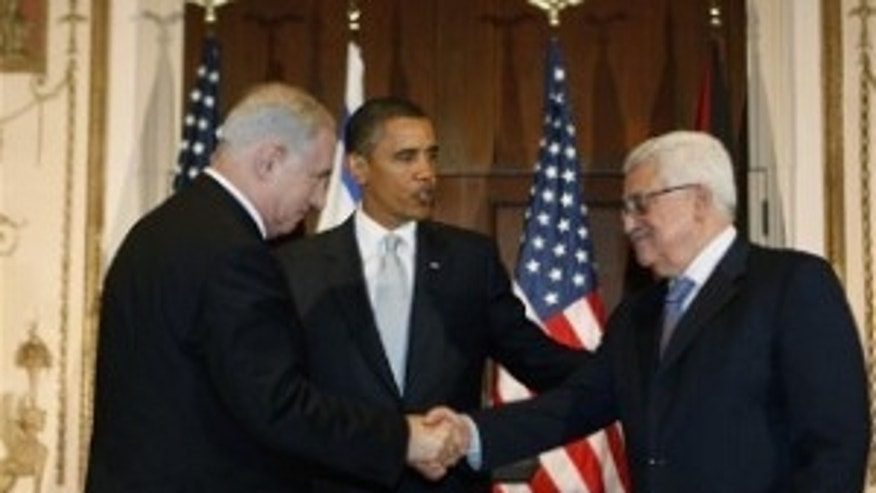 President Obama watches as Israeli Prime Minister Netanyahu and Palestinian President Abbas shake hands (AP Photo)