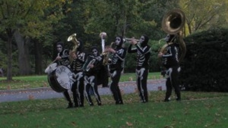 Band walks White House grounds getting ready for Halloween Party (Travel Pool photo)