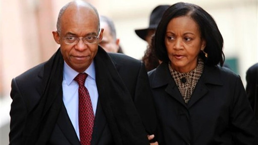 Former Democratic Louisiana Congressman William Jefferson, left, enters U.S. District Court in Alexandria, Va. on Friday, Nov. 13, 2009 for sentencing in his bribery case accompanied by his wife Andrea Jefferson. (AP)
