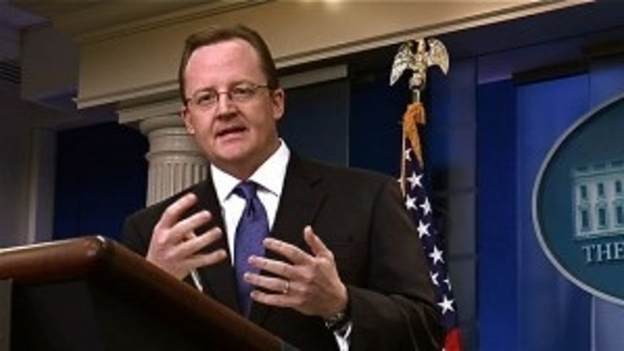 Robert Gibbs talks to reporters in his daily briefing (Fox Photo)