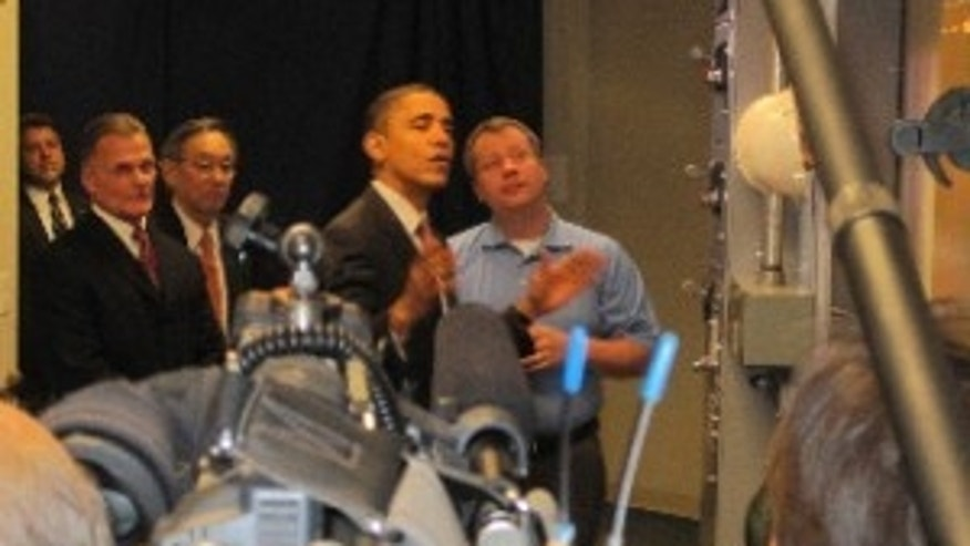 President Obama tours a clean energy training facility in Lanham, Maryland. Feb 16, 2010/Pool Photo
