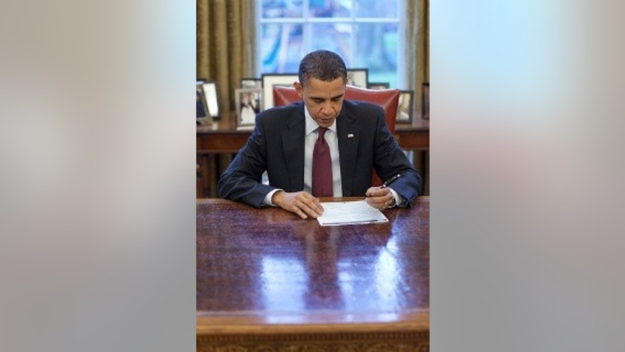 President Barack Obama fills out his 2010 Census form in the Oval Office, March 29, 2010. (Official White House Photo by Pete Souza)