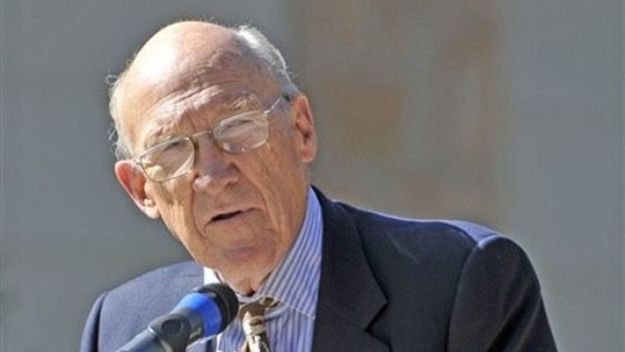 Former Sen. Alan Simpson speaks during a dedication ceremony on the University of Wyoming campus Sept. 10, 2009, in Laramie, Wyo. (AP Photo)