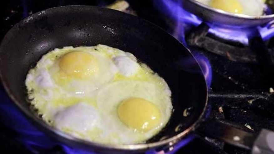SAN RAFAEL, CA - AUGUST 26: Eggs cook in pans at Lundy's Home Cooking on August 26, 2010 in San Rafael, California. Egg prices have skyrocketed nearly 40 percent since two Iowa egg farms have recalled more than a half billion eggs that are believed to have sickened 1,300 people with Salmomella poisining in several states.  (Photo by Justin Sullivan/Getty Images)