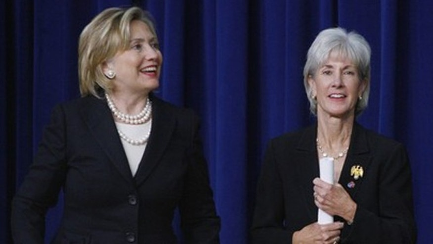 Secretaries Hillary Clinton and Kathleen Sebelius at an AIDS initiative event in Washington, Nov. 30, 2009. (Reuters)