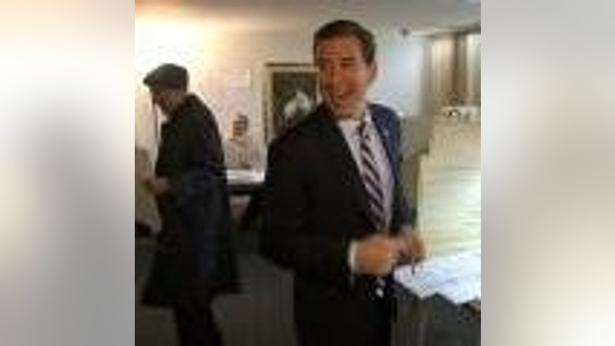Candidate Alexi Giannoulias (D) voting