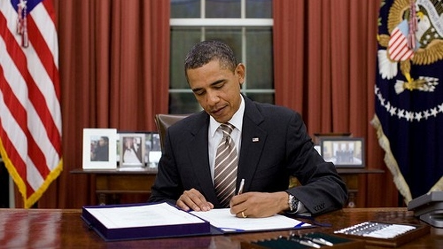 "President Barack Obama signs H.R. 2751, the ""FDA Food Safety Modernization Act,"" in the Oval Office, Jan. 4, 2011. (Official White House Photo by Pete Souza)"