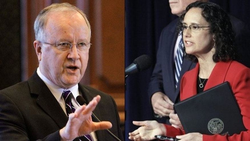 Shown here are Illinois Rep. Ron Stephens, left, and state Attorney General Lisa Madigan.