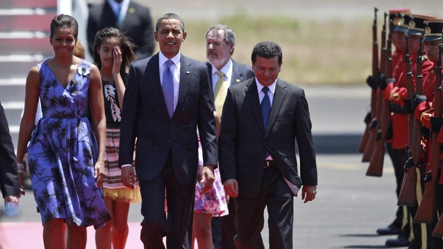 President Barack Obama, accompanied by his wife Michelle Obama and his daughters, walks upon his arrival to the international airport in San Salvador, El Salvador, Tuesday March 22, 2011.  (Photo/Dario Lopez-Mills)