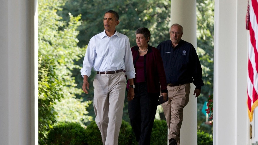 President Obama walks with Craig Fugate and Janet Napolitano to the White House Rose Garden Aug 28