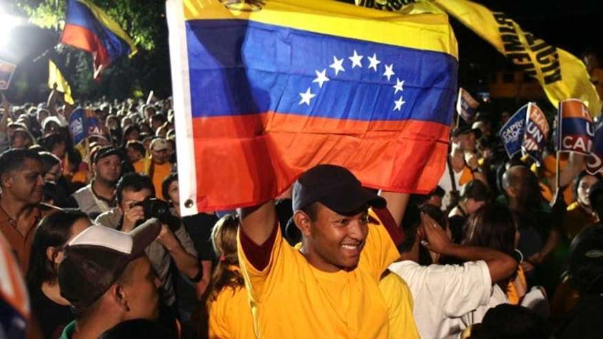 Followers of Henrique Capriles celebrate his win in the opposition primary, February 12, 2012, in Caracas, Venezuela. (Foto AP/Ariana Cubillos)