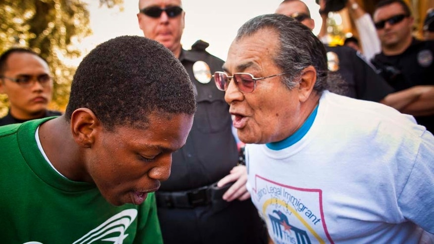 Two protestors in Arizona confronting one another.