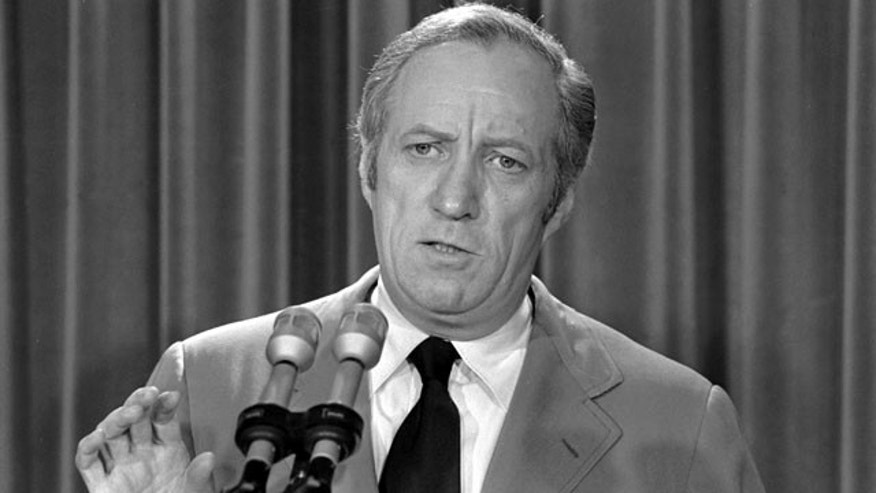 In this May 22, 1973 file photo, then acting White House counsel Leonard Garment briefs the media at the White House on President Nixon's statement about the Watergate affair in Washington. (AP Photo/File)