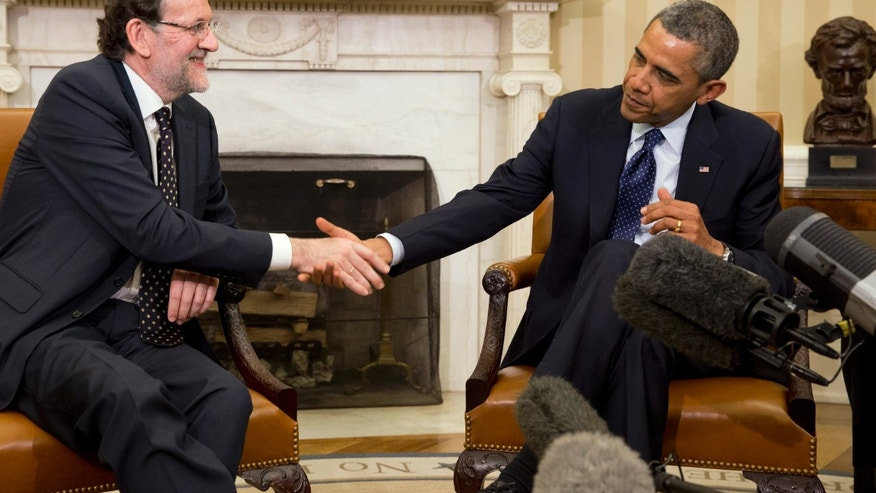 Spanish Prime Minister Mariano Rajoy, left, shakes hands with President Barack Obama during their meeting in the Oval Office of the White House in Washington, Monday, Jan. 13, 2014. (AP Photo/Jacquelyn Martin)