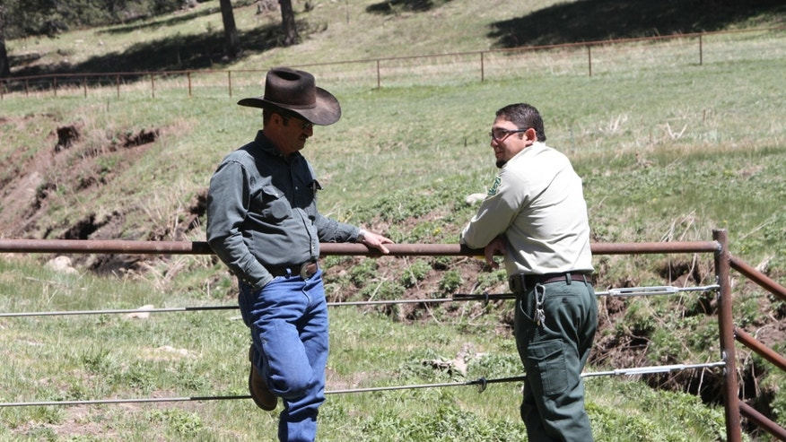 May 15, 2014: Otero cattle rancher association president Gary Stone talks to Lincoln National Forest District Ranger James Duran in Weed, New Mexico.