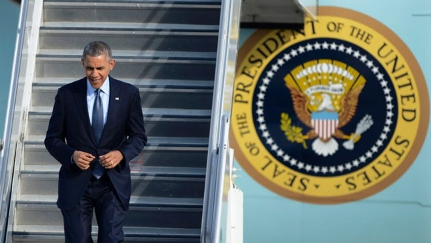 President Barack Obama walks off Air Force One after arriving at O'Hare International Airport in Chicago, Thursday, May 22, 2014.