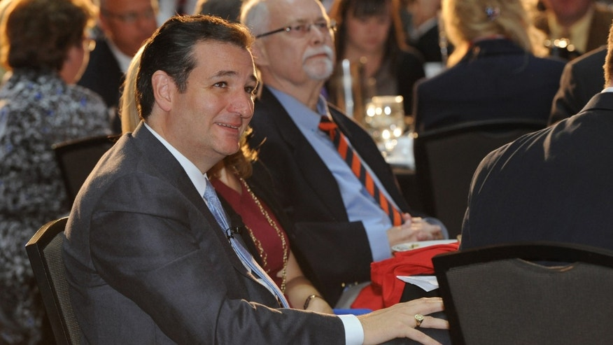 DES MOINES, IA - OCTOBER 25: U.S. Senator Ted Cruz (R-TX)  listens to Iowa Gov. Terry Branstad prior to speaking at the annual Ronald Reagan Commemorative Dinner on, October 25, 2013 in Des Moines, Iowa. Cruz was the keynote speaker.  (Photo by Steve Pope/Getty Images)