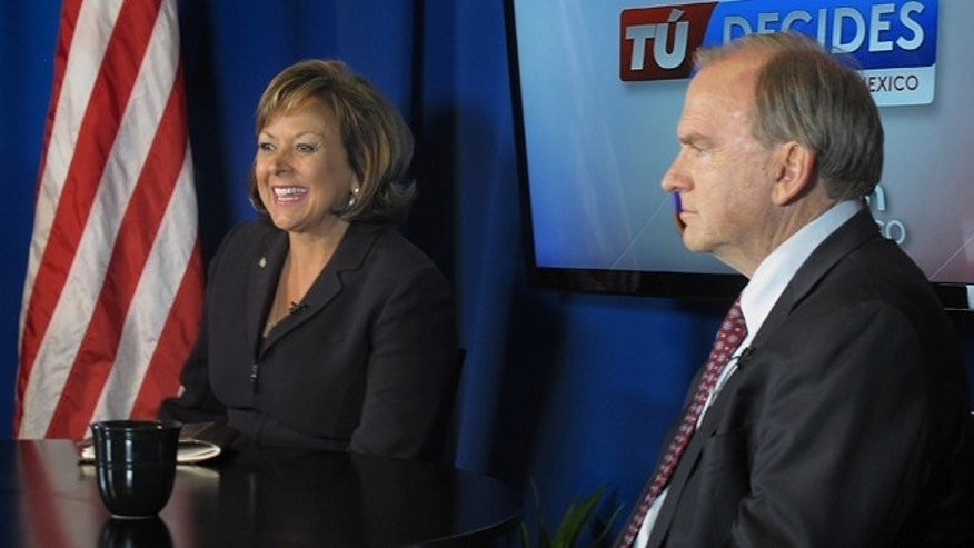 Republican Gov. Susana Martinez, left, and Democratic challenger Gary King prepare for a KLUZ-TV Univision Nuevo Mexico-sponsored debate in Albuquerque, N.M., Monday, Oct. 6, 2014. The candidates squared off in the Spanish-language debate aimed at the state's Hispanic voters. The debate marked a growing trend nationwide with more candidates agreeing to Spanish-language debates as the Latino voting bloc grows. (AP Photo/Russell Contreras)