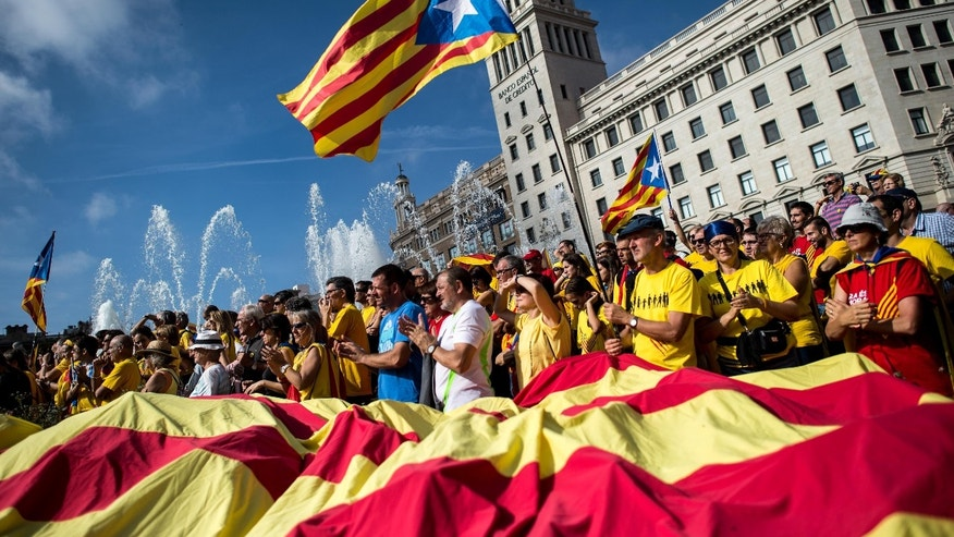 BARCELONA, SPAIN - OCTOBER 19:  Pro-Independence catalans gather in Catalunya square during a Pro-Independence rally on October 19, 2014 in Barcelona, Spain. President of Catalonia announced to hold an unofficial poll instead of independence referendum on November 9 in an attempt to avoid the suspension imposed by the Constitutional Spanish Court.  (Photo by David Ramos/Getty Images)