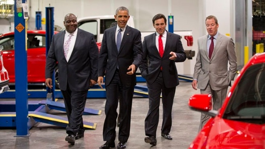 From left, Ford plans manager, Phillip Calhoun, President Obama, Mark Fields, president and CEO of Ford, and Bill Ford at Ford Michigan Assembly Plant.