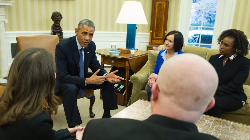 President Barack Obama meets with four of the letter writers who will join the First Lady at the State of the Union address, Jan. 20, 2015. Clockwise, foreground, from left are, Victor Fugate of Kansas City, Md., Rebekah Erler of Minneapolis, the president, Carolyn Reed of Denver and Katrice Mubiru of Woodland Hills, Calif.