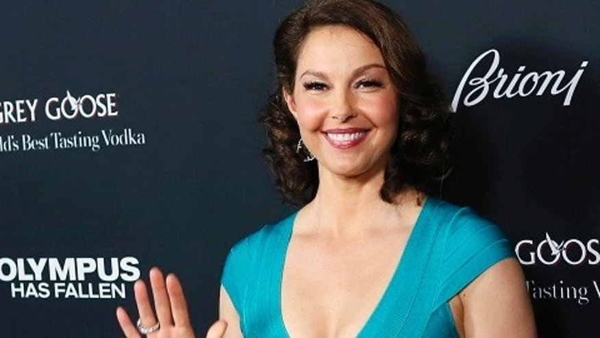 "Cast member Ashley Judd arrives at the premiere of the movie ""Olympus Has Fallen"" at the ArcLight Cinema in Hollywood, California March 18, 2013. REUTERS/Patrick Fallon (UNITED STATES - Tags: ENTERTAINMENT) - RTR3F6DH"