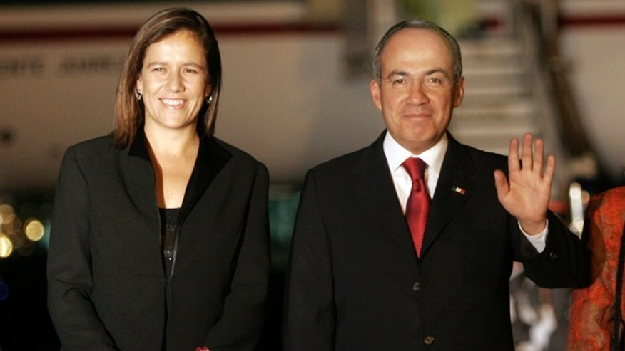 FILE - In this Jan. 13, 2008, file photo, Mexico's former president Felipe Calderon, right, accompanied by his wife Margarita Zavala, waves upon their arrival to a military airport in Guatemala City. Zavala announced on Sunday, June 14, 2015, her intention to run for president of Mexico in the 2018 elections. (AP Photo/Moises Castillo, File)