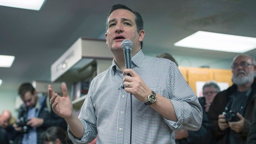 BOONE, IA - JANUARY 4:   Republican presidential candidate U.S. U.S. Sen. Ted Cruz (R-TX) visits King's Christian Bookstore on January 4, 2016 in Boone, Iowa. Cruz began a six-day bus tour of Iowa ahead of the state's February 1, caucuses.  (Photo by Aaron P. Bernstein/Getty Images)