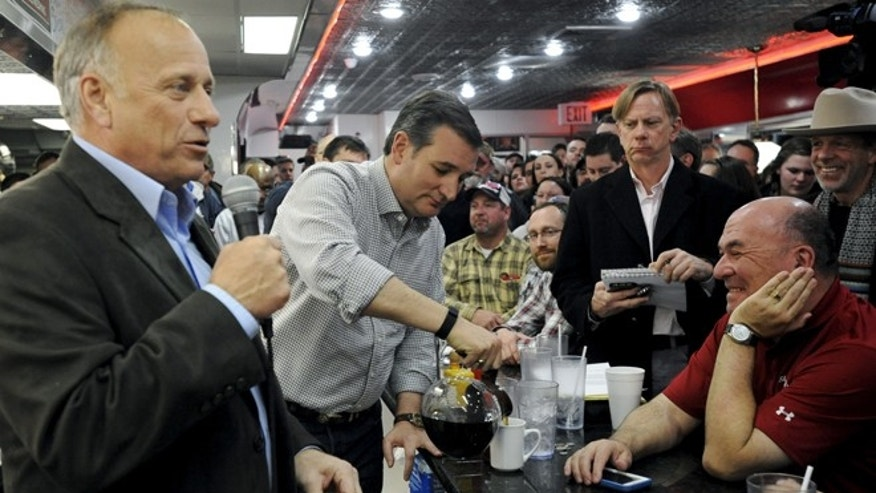 Jan. 4, 2016: U.S. Republican presidential candidate Ted Cruz (C) pours a supporter a cup of coffee during a campaign stop at Penny's Diner in Missouri Valley, Iowa.