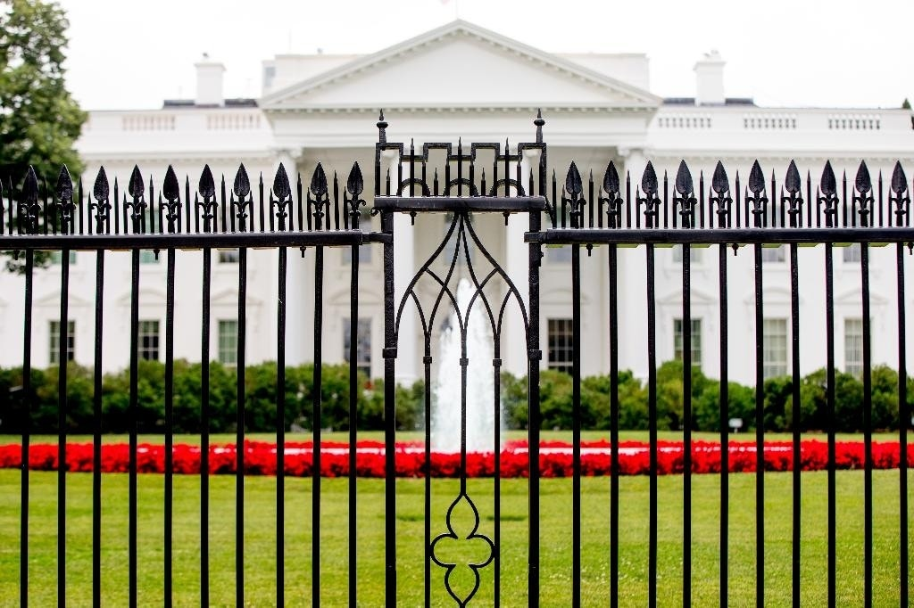 arts commission approves plan for higher white house fence