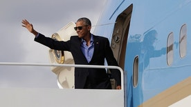 President Barack Obama waves as he boards Air Force One, Sunday, Sept. 18, 2016, in Andrews Air Force Base, Md., en route to a Democratic National Committee event in New York, N.Y. (AP Photo/Carolyn Kaster)