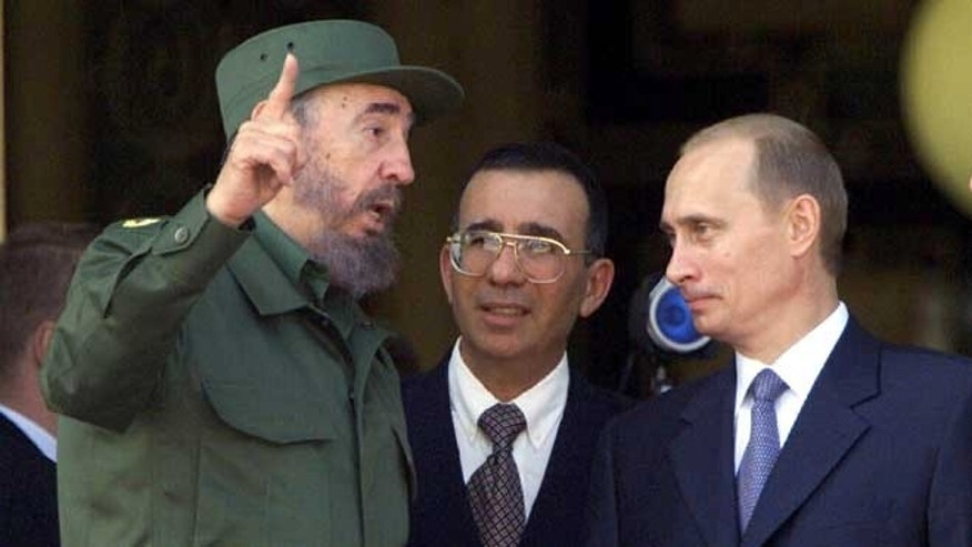 Former Cuban President Fidel Castro, left, with Russian President Vladimir Putin. (Photo: Getty Images)