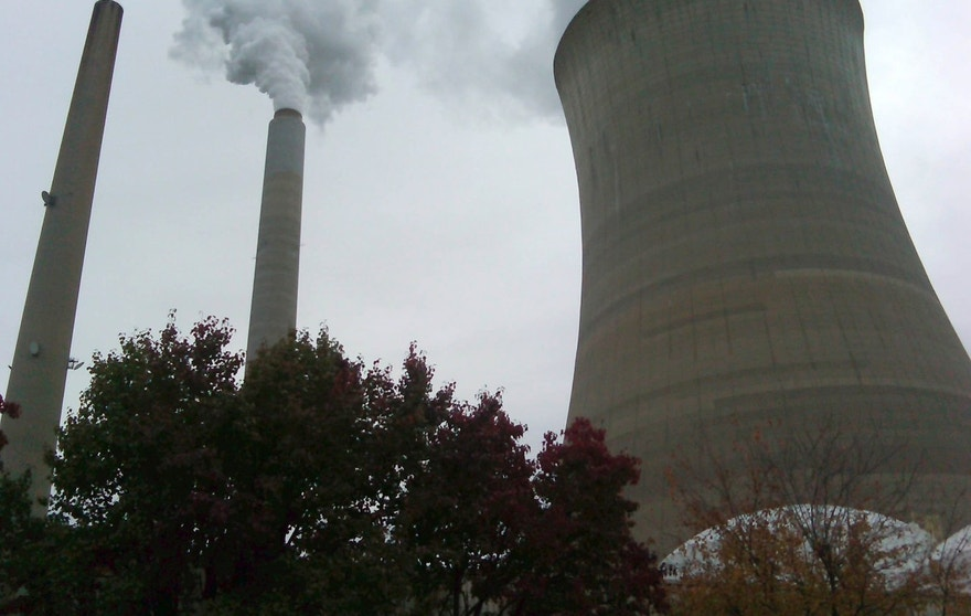 The American Electric Power Company's cooling tower at their Mountaineer plant is shown in New Haven, West Virginia October 27, 2009. A looming government clampdown on CO2 emissions is about to confront an already embattled U.S. coal power industry with two stark options: capture carbon or die. Legislation from Congress or tough new regulatory demands could make it costly to spew greenhouse gases, posing a serious threat to the nation's coal-fired power plants.  Picture taken October 27, 2009. To match feature USA-CARBON/COAL   REUTERS/Ayesha Rascoe   (UNITED STATES ENERGY POLITICS ENVIRONMENT SOCIETY BUSINESS) - RTXQV9P
