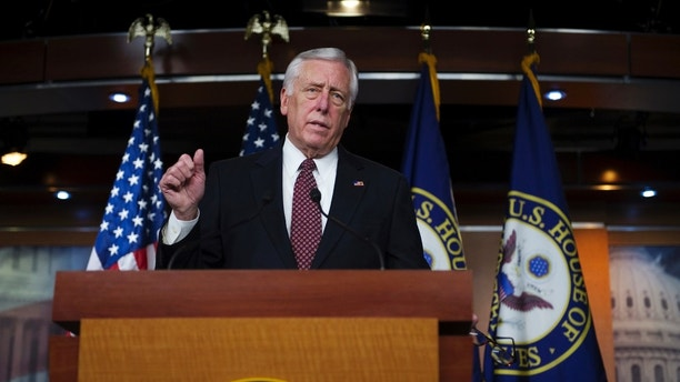 "House Minority Whip Steny Hoyer (D-MD) discusses the fiscal cliff negotiations at the U.S. Capitol in Washington December 27, 2012. The ""fiscal cliff"" is only days away and efforts to avert it are making little progress, with some U.S. lawmakers predicting the tax increases and federal spending cuts involved will start taking hold in January, unless a deal comes together very quickly. REUTERS/Mary F. Calvert (UNITED STATES - Tags: POLITICS BUSINESS) - GM1E8CS0CQO01"