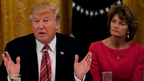 U.S. President Donald Trump meets with Senate Republicans about healthcare in the East Room of the White House in Washington, U.S., June 27, 2017. Trump is flanked by Senators Susan Collins, L, (R-ME) and Sen. Lisa Murkowski, R, (R-AK). REUTERS/Kevin Lamarque - RC1D6E48EF40