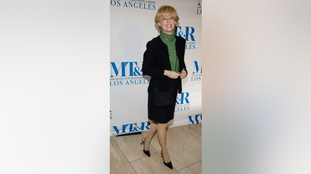 "Television journalist Lesley Stahl arrives for the ""She Made It: Women Creating Television and Radio"" salute at the Museum of Television & Radio in Beverly Hills, California, December 5, 2006. REUTERS/Chris Pizzello (UNITED STATES) - GM1DUCFJDQAB"