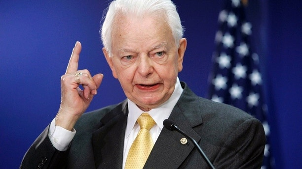 U.S. Senator Robert Byrd (D-WV) speaks in Washington, in this April 25, 2005 file photo. Byrd, who evolved from a segregationist to a civil rights advocate in becoming the longest serving member ever of the Congress, died on June 28, 2010, a spokesman for the West Virginia Democrat said.  REUTERS/Kevin Lamarque/Files   (UNITED STATES - Tags: POLITICS PROFILE IMAGES THE DAY OBITUARY) - GM1E66S1M6C01