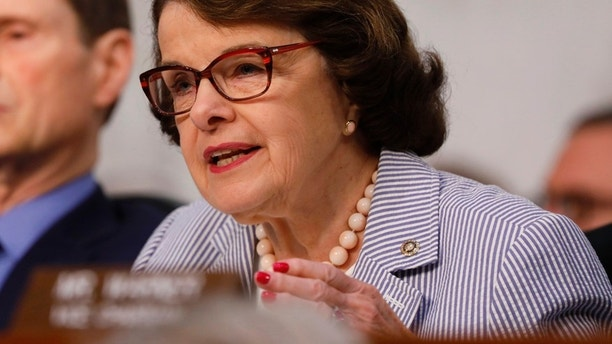 U.S. Senator Dianne Feinstein (D-CA) asks questions during former FBI Director James Comey's appearance before a Senate Intelligence Committee hearing on Russia's alleged interference in the 2016 U.S. presidential election on Capitol Hill in Washington, U.S., June 8, 2017. REUTERS/Aaron P. Bernstein - RTX39OMP