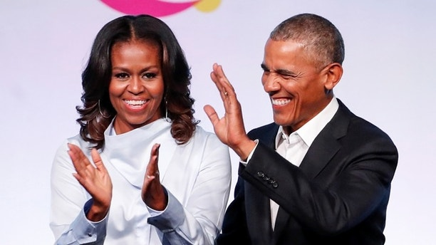 Former U.S. President Barack Obama waves as he arrives on stage with former first lady Michelle Obama at the first Obama Foundation Summit in Chicago, Illinois, U.S. October 31, 2017. REUTERS/Kamil Krzaczynski - RC1577AA2600