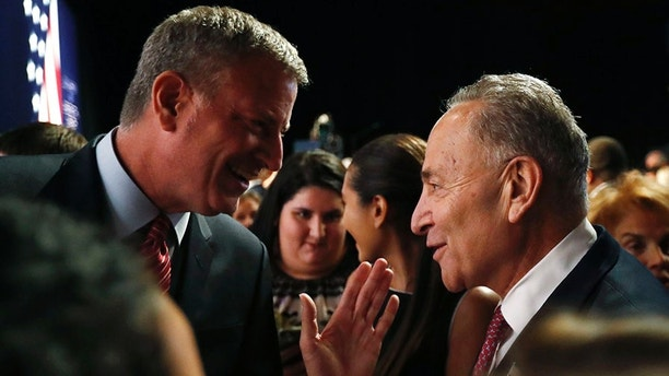 New York Mayor Bill de Blasio (L) talks with Senator Chuck Schumer (D-NY) prior to the first presidential debate of the 2016 election at Hofstra University in Hempstead, New York, U.S., September 26, 2016.  REUTERS/Brian Snyder  - HT1EC9R017930