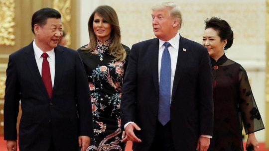 U.S. President Donald Trump and first lady Melania arrive for the state dinner with China's President Xi Jinping and China's first lady Peng Liyuan at the Great Hall of the People in Beijing, China, November 9, 2017. REUTERS/Jonathan Ernst - RC1DEB132E70
