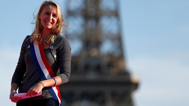 "French far-right Front National Parliament member Marion Marechal Le Pen takes part in the ""La Manif Pour Tous"" (Demonstration For All) to protest against PMA (Procreation Medicalement Assistee or Medically Assisted Reproduction) and GPA (Grossesse pour Autrui or Gestation for Others) during a march in Paris, France, October 16, 2016. REUTERS/Benoit Tessier - S1BEUHICYDAC"