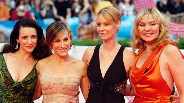 Actresses (L-R) Kristin Davis, Sarah Jessica Parker, Cynthia Nixon and Kim Cattrall arrive for the German premiere of ''Sex And The City: The Movie'' at a cinema in Berlin May 15, 2008.    REUTERS/Fabrizio Bensch (GERMANY) - GM1E45G07NF01
